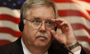 Посол США объявил решение приостановить выдачу виз россиянам